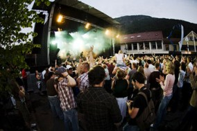 Sommarfest i Sunnfjord er arrangert kvart år sidan 2005